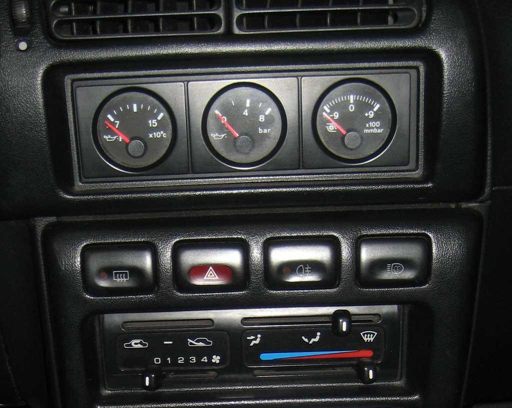 sunny-gtir-centre-console..jpg